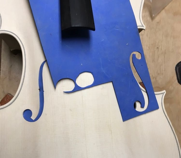Sealing violin f-holes with foam before varnishing